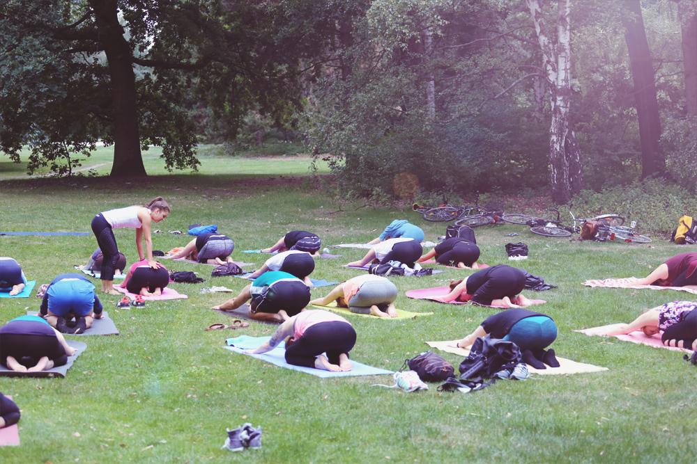 asanayoga_Yoga_im_tiergarten_outdoor_berlin_6