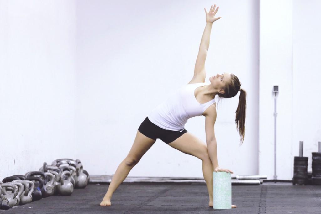 yoga_trikonasana_crossfit_blackroll_mady_morrison_dreieck_NEU