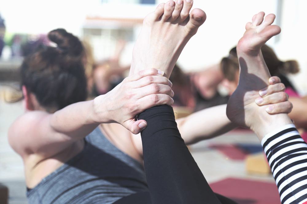 dhanurasana_yoga_bogen
