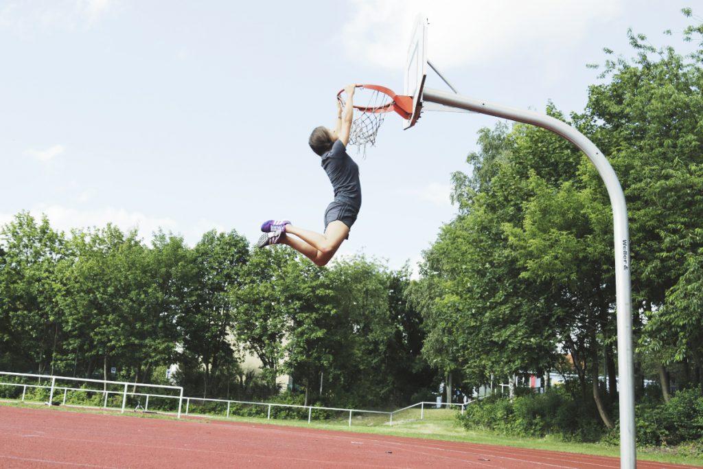 basketball_dunkin_girl_adidas