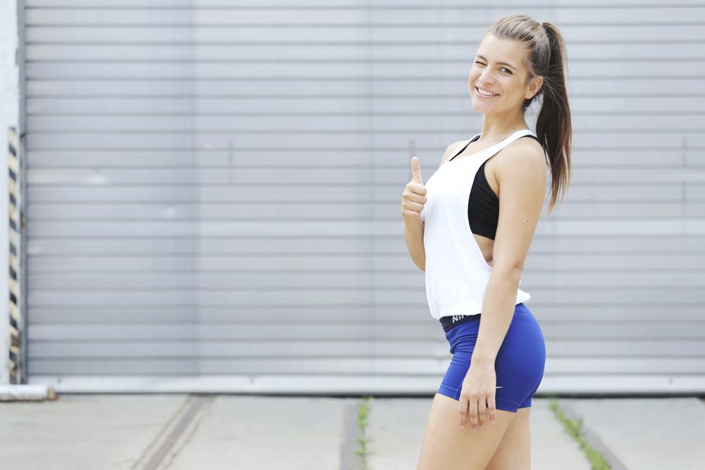 mady_morrison_fitness_hit_nikepro_ruecken_workout