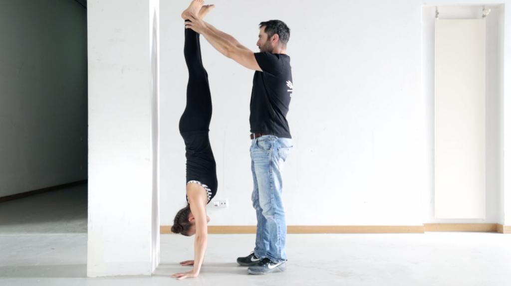 handstand_lernen_tutorial_adjust_hilfestellung