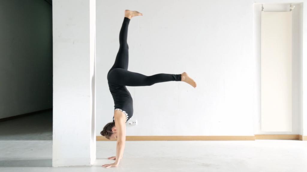 handstand_lernen_tutorial_kick