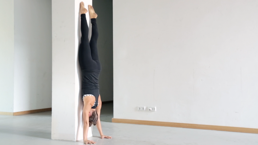 handstand_lernen_tutorial_wallfacing_total