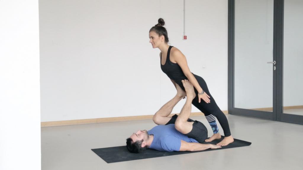 acroyoga_partneryoga_frontbird_yogacouple_5