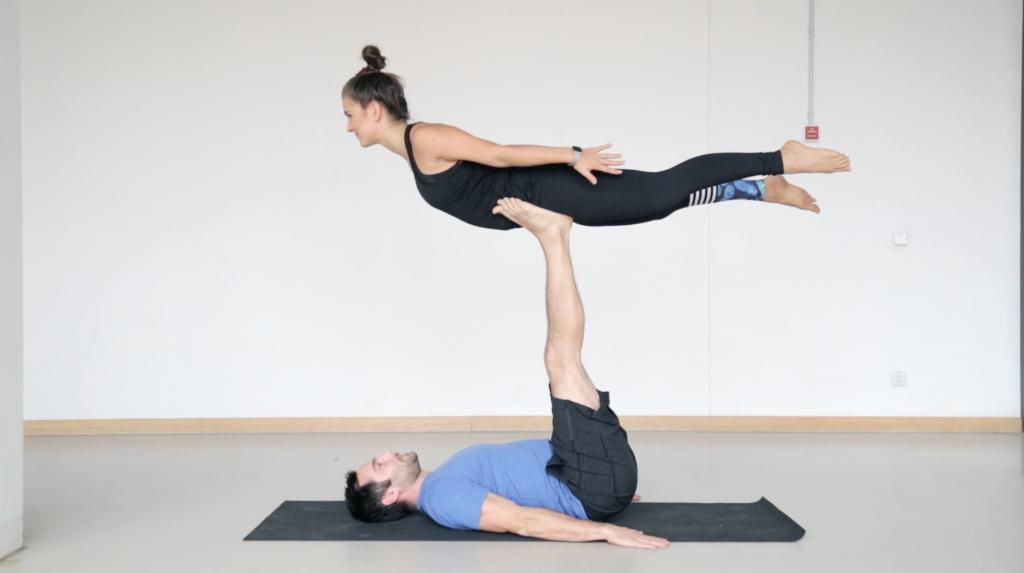acroyoga_partneryoga_frontbird_yogacouple_6