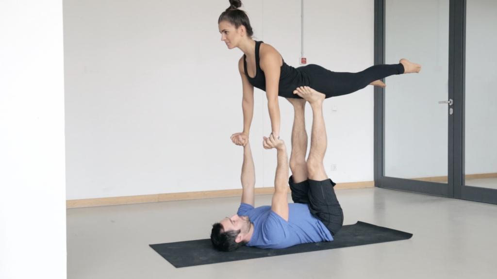 acroyoga_partneryoga_frontbird_yogacouple_7