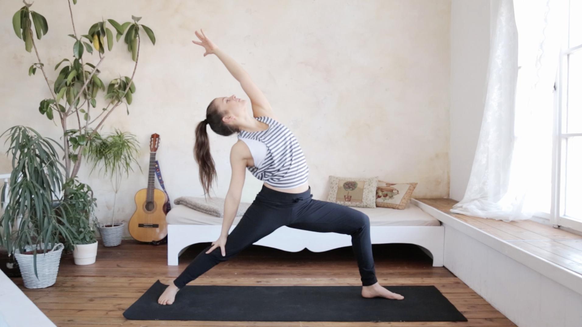 Yoga Morgen Routine Wach Energiegeladen Perfekter Start In Den Tag Mady Morrison Yoga Lifestyle