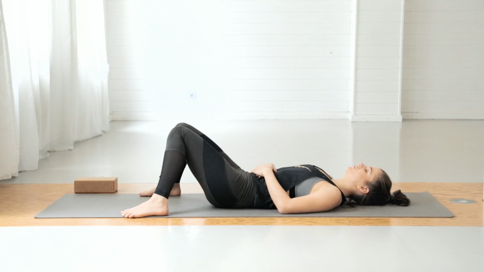 beine-po-booty-yoga-mady-morrison-03