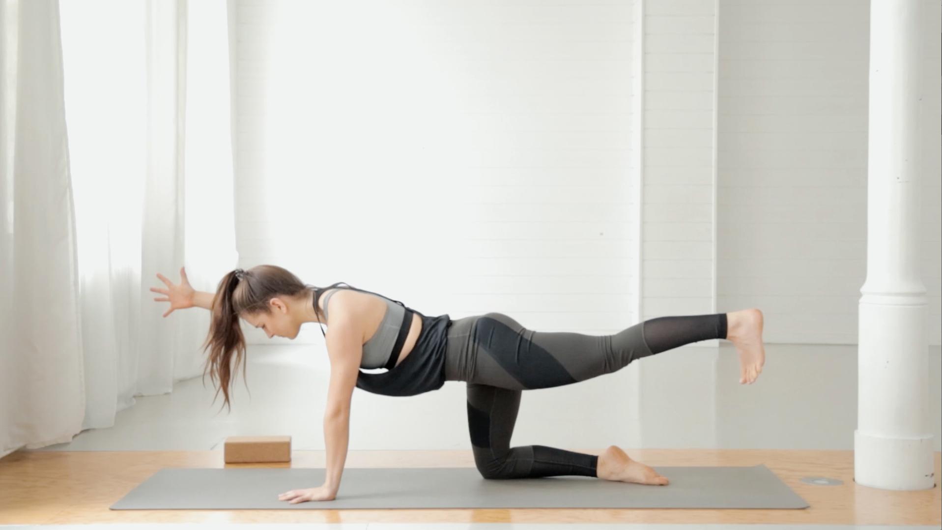 beine-po-booty-yoga-mady-morrison-04