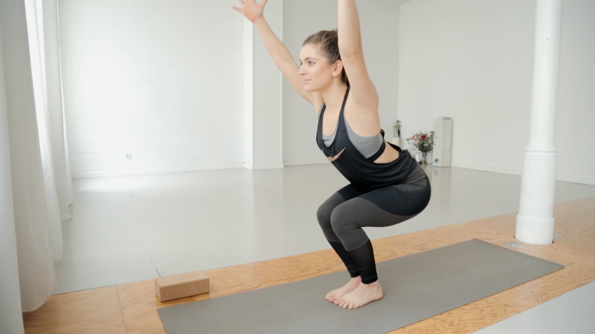 beine-po-booty-yoga-mady-morrison-09