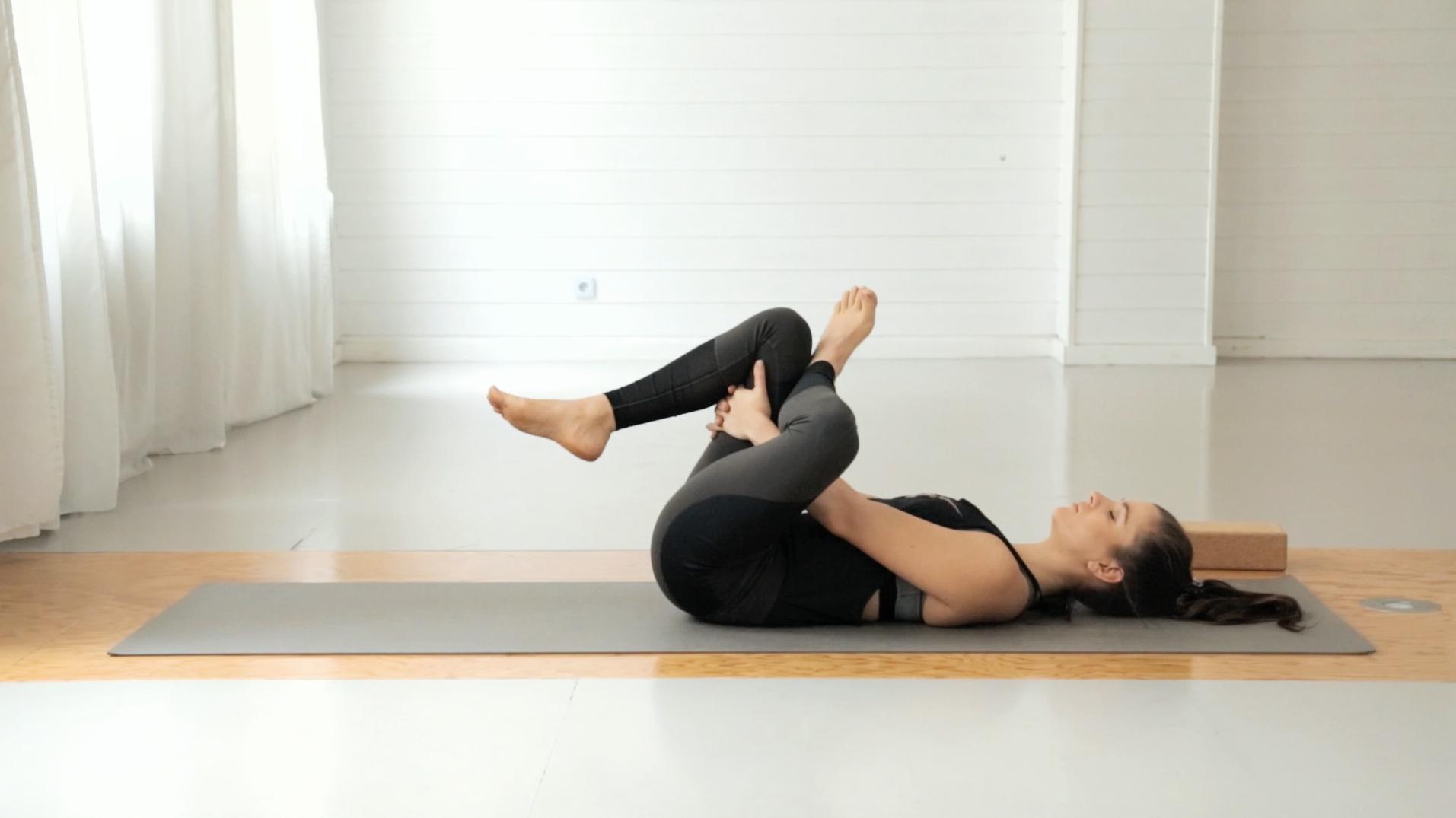 beine-po-booty-yoga-mady-morrison-13