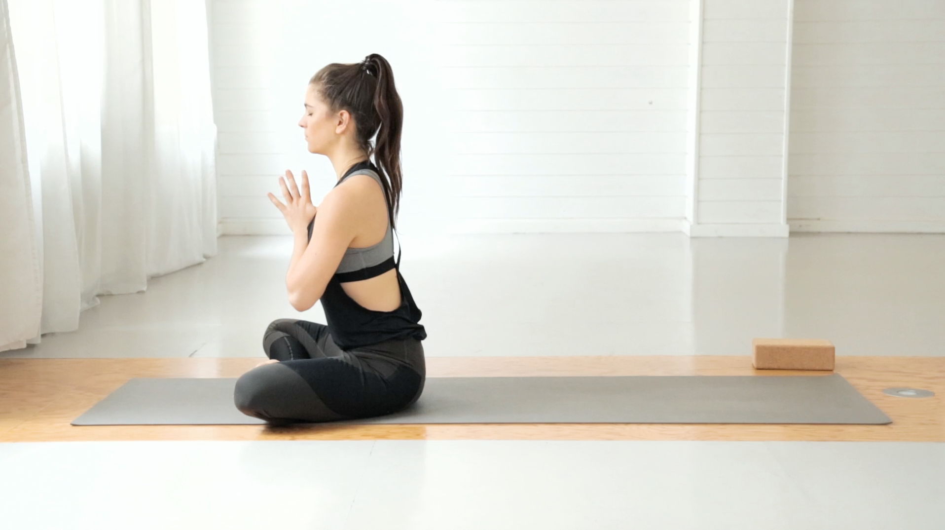 beine-po-booty-yoga-mady-morrison-15