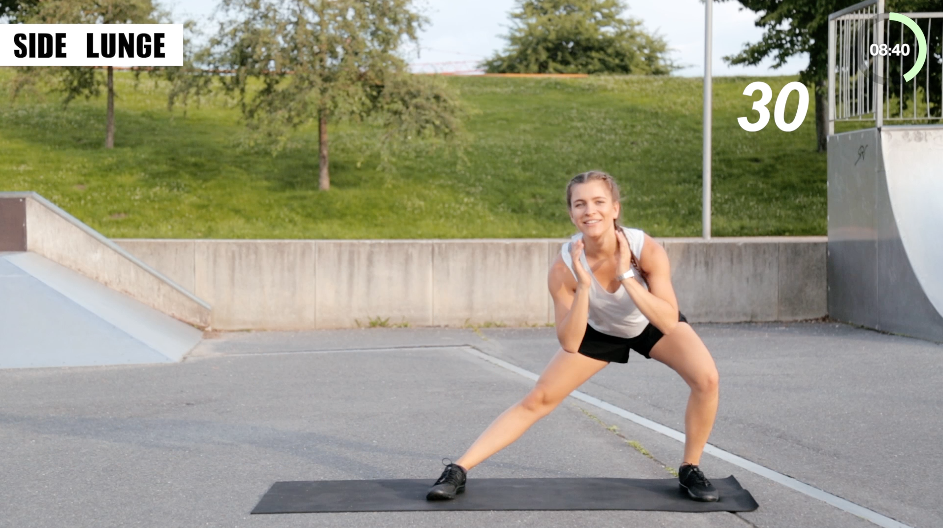Mady-Morrison-HIIT-Workout-Beine-Po-00012
