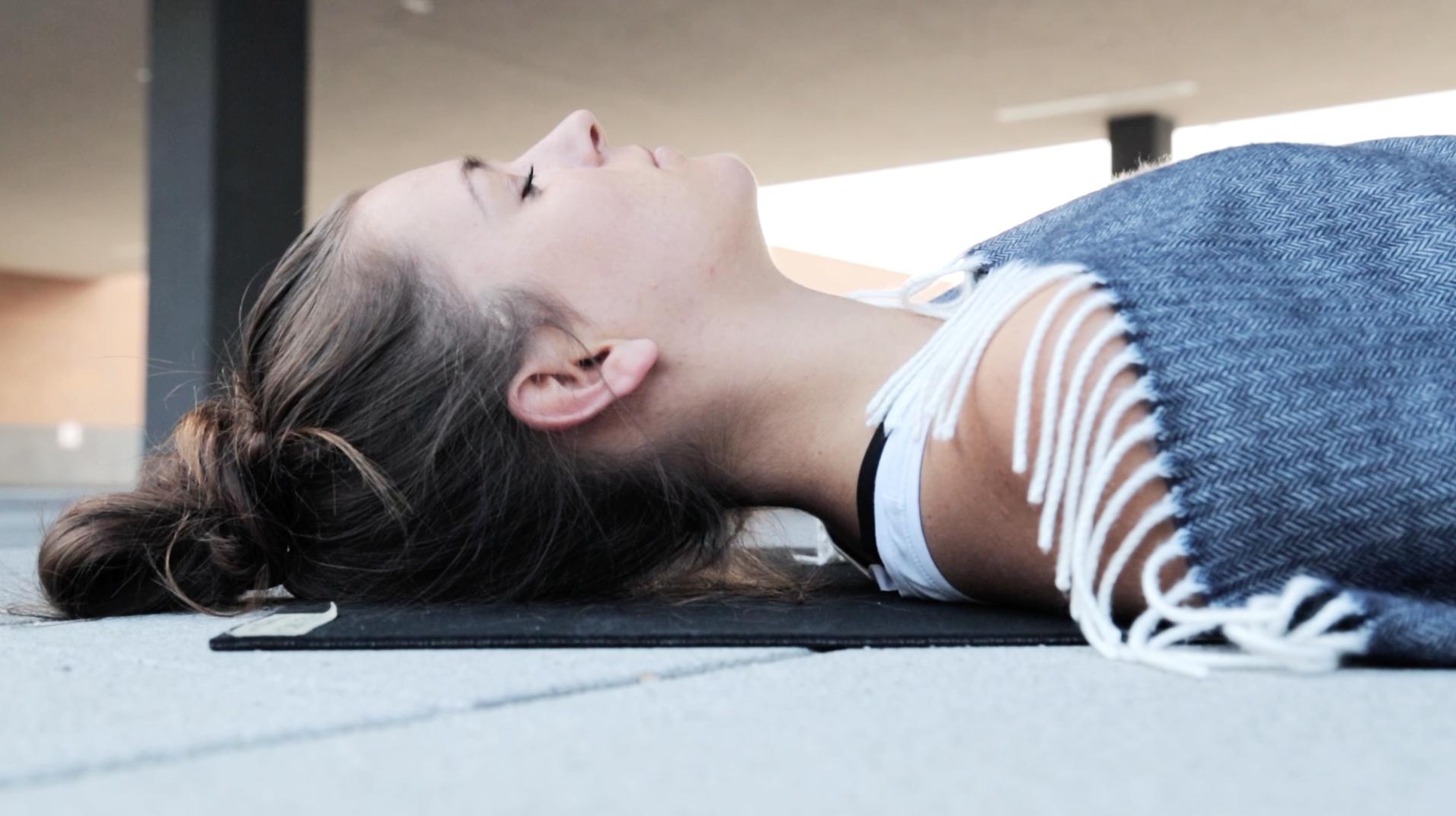 Mady-Morrison-Yoga-Vinyasa-Flow-Entspannung-Beweglichkeit-00021